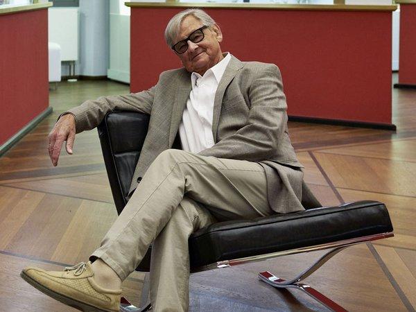 Professor Rudolf Horn in seinem schwarzen Clubsessel, Foto: Esther Hoyer