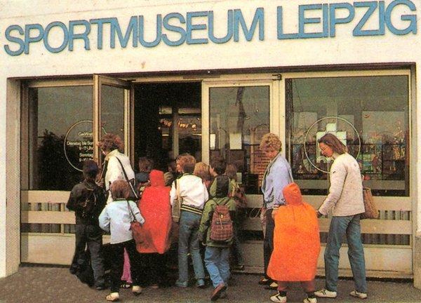 Historisches Foto Sportmuseum auf der Dammkrone Zentralstadion