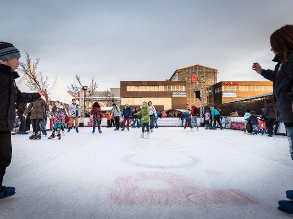 Die größte mobile Eislaufbahn Leipzigs lockt Groß und Klein, Foto: Paunsdorf Center