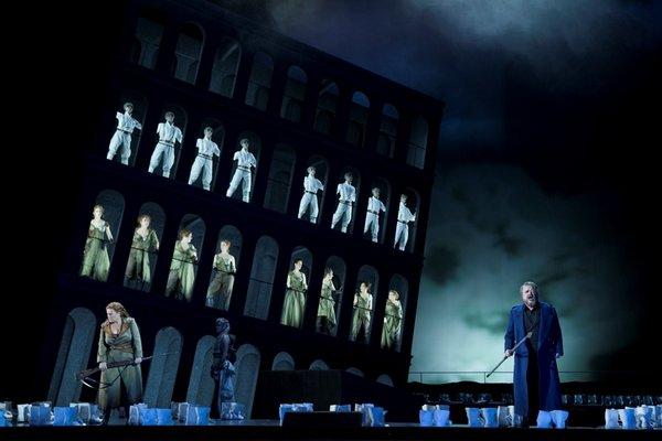 """Szene aus der Premiere """"Die Walküre"""" am 7.12.13 an der Oper Leipzig."""