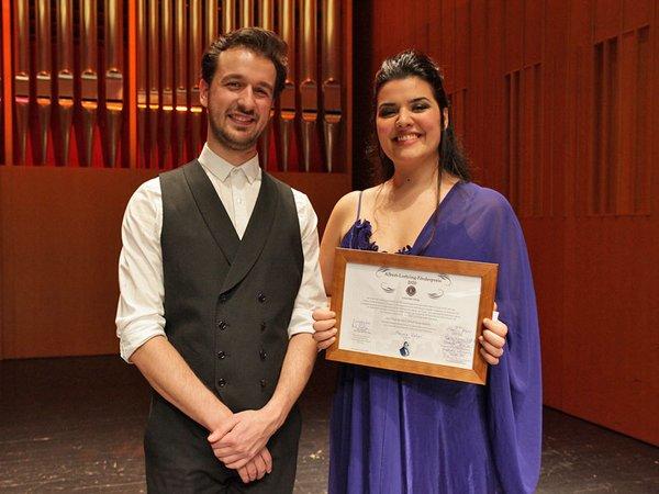 Lortzing-Preisträgerin Marcela Rahal mit ihrem Korrepetitor Diogo Mendes, der einen der beiden Notengutscheine für die beste studentische Klavierbegleitung gewann, Foto: Siegfried Duryn