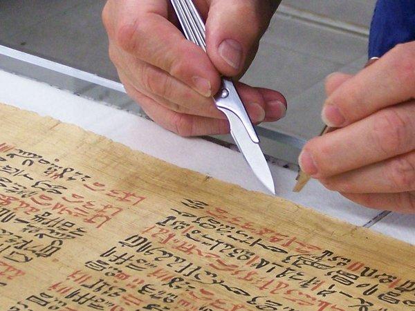 Probenentnahme Papyrus Ebers