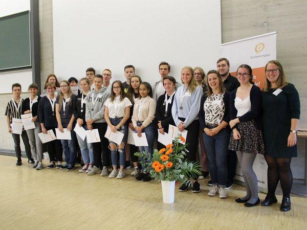 18 Jugendliche aus Halle und Leipzig starten in den Studienkompass, Foto: Stiftung der Deutschen Wirtschaft gGmbH