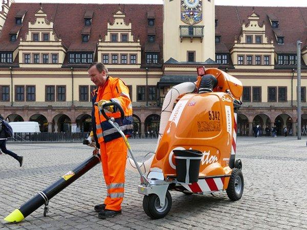 Stadtmüllsauger im Einsatz, Foto: Stadtreinigung Leipzig