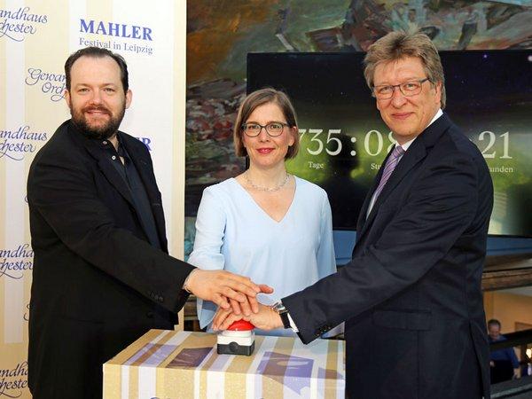 Start des Vorverkaufs mit Andris Nelsons (Gewandhauskappellmeister), Dr. Skadi Jennicke (Bürgermeisterin für Kultur) und Prof. Andreas Schulz (Gewandhausdirektor), Foto: Andreas Schmidt