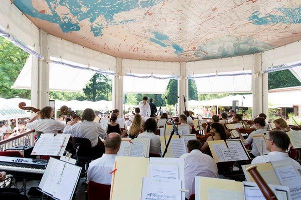 Das Orchester der MuKo im Musikpavillon im Clara-Park