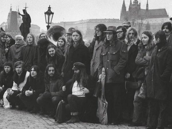 Foto als Hochzeitsgeschenk an Anna Freimanová und Andrej Krob, Karlsbrücke in Prag, Anfang 1976, Foto: Ondrej Nemec