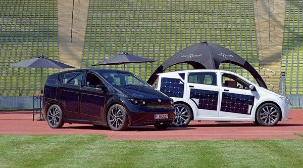 Das Münchner Startup Sono Motors stellt im Paunsdorf Center sein Solarauto vor