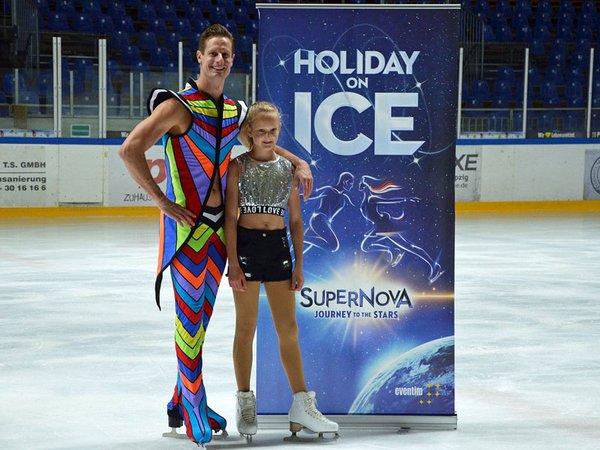 Wesley Campbell und Antonia Weber präsentieren die neue Show: Supernova, Foto: Isabell Gradinger