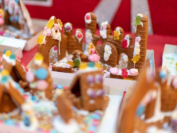 Kreativ gestaltete Lebkuchenhäuser, Foto: Höfe am Brühl