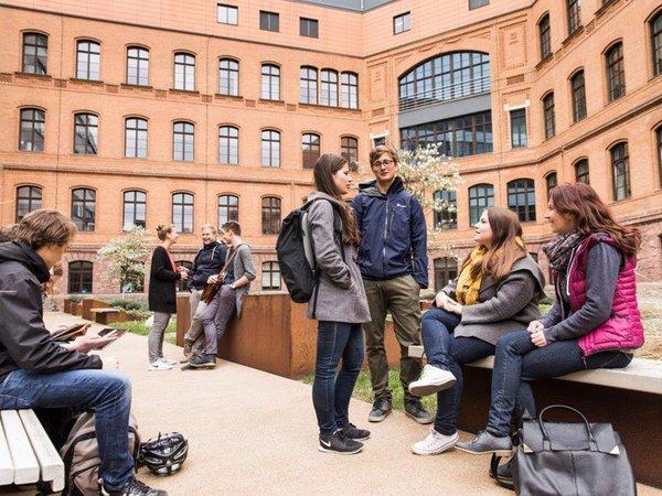 Junge Medizinstudierende der Uni Leipzig, Foto: Fotograf Christian Hüller