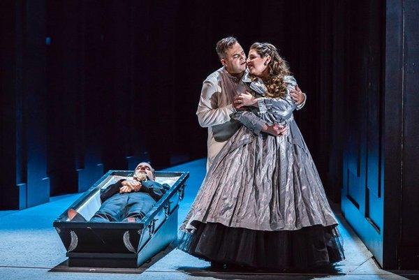 Don Carlo in der Oper Leipzig: Mathias Hausmann, Gaston Rivero, Gal James.