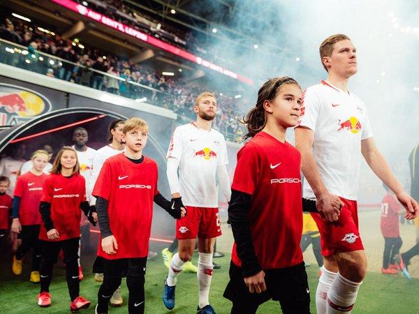 Einlaufkinder bei RB Leipzig, Foto: Porsche AG