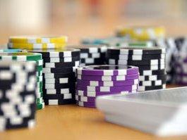 All-in – Pokerchips auf dem Tisch