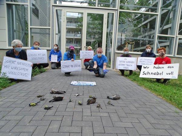 Mahnwache gegen tödliche Glaswand, Foto: NABU Regionalverband Leipzig e.V.
