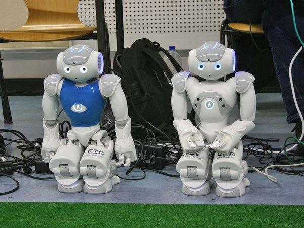 Die Nao-Fußball-Roboter der HTWK tragen Turniere aus, Foto: HTWK Leipzig