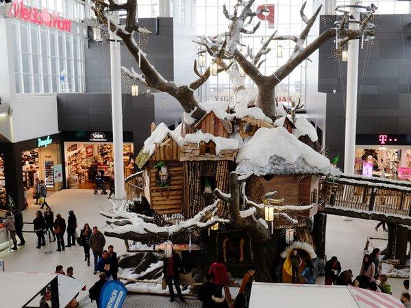 Rund um den Wichtelbaum befinden sich liebevoll gestaltete Weihnachtsszenarien, Foto: Paunsdorf Center