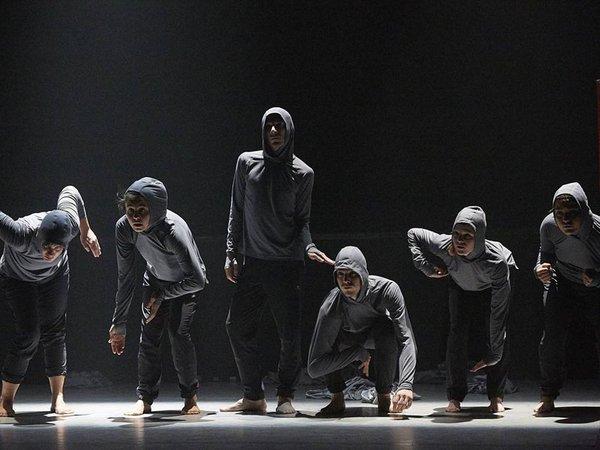 """Szenenfoto """"Break//Dance"""" – Eine Tanzperformance von Massimo Gerardi mit der Company, Foto: oTTo"""