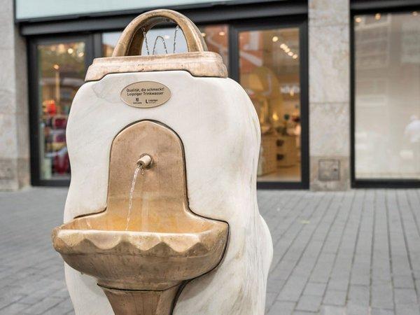 Erster öffentlicher Trinkwasserbrunnen in der Petersstraße, Foto: Leipziger Gruppe