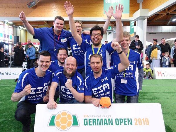 Das Nao-Team HTWK: Vizemeister der German Open 2019, Foto: HTWK Leipzig
