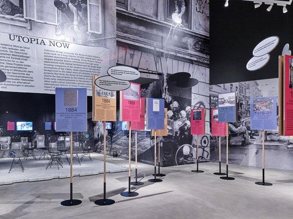 Raum 1 Ausstellungsansicht Together. Die neue Architektur der Gemeinschaft, Foto: Mark Niederman