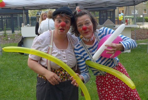 Die Clowns Ulla und Jacky Paff sorgen für lustige Stimmung beim Sommerfest der UNITAS.