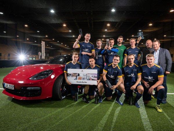 """Gewinner des """"Leipziger Rasen Cup"""" 2019 ist das Team der Debeka Sachsen AG, Foto: Porsche AG - Leipzig"""