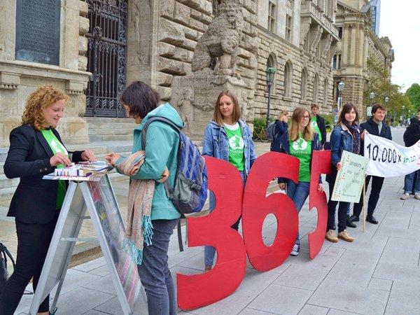 365-Euro-Jahresticket vor Stadtrat, Foto: Ökolöwe