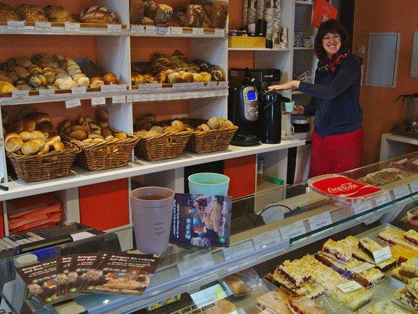 """Filialen von """"Unser Schulbäcker"""" bieten den Kaffee zum Mitnehmen nun im Becher von RECUP an, Foto: Recycling2go"""